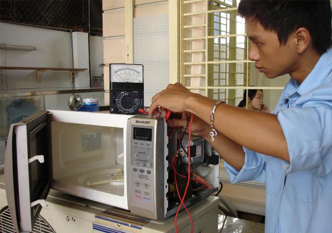 Sửa chữa lò vi sóng tại TP HCM